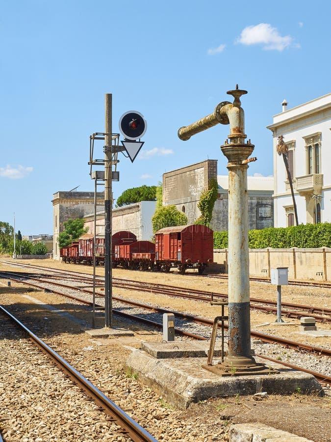 Regional italiensk järnväg av sydliga Italien arkivfoto