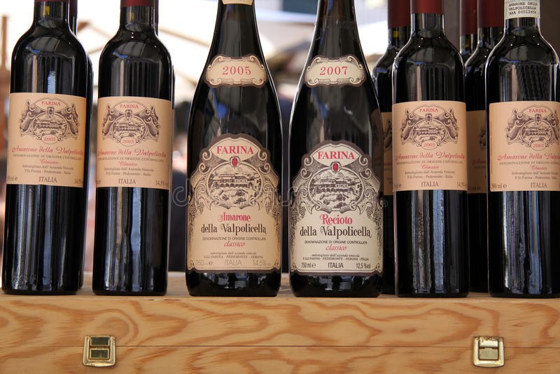 Regionala wines Valpolicella på en marknadsstall royaltyfria foton