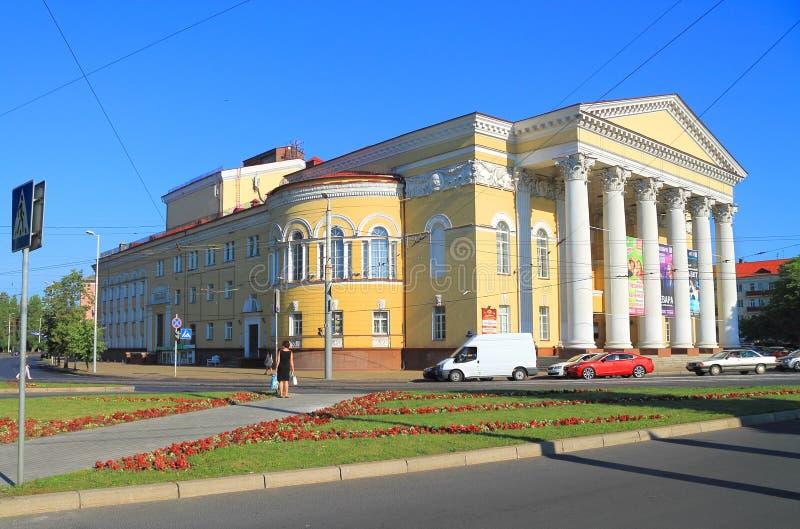 Regionales Drama-Theater Kaliningrads des Sommers im Juli lizenzfreie stockfotografie