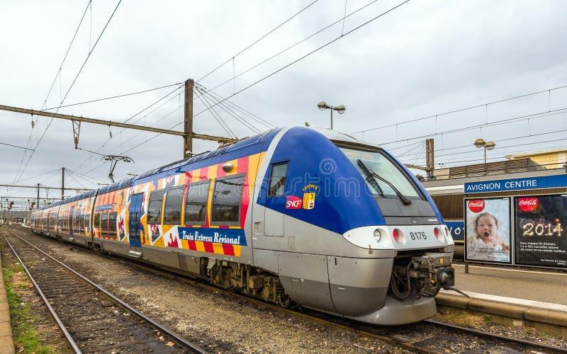 Regionalt drev på hybrid- makt på den Avignon stationen arkivbild