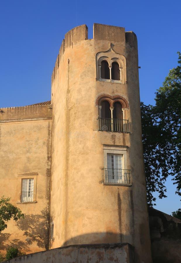 Regione del Portogallo, l'Alentejo, il castello medievale di Alvito verso la fine di luce solare di pomeriggio fotografia stock libera da diritti