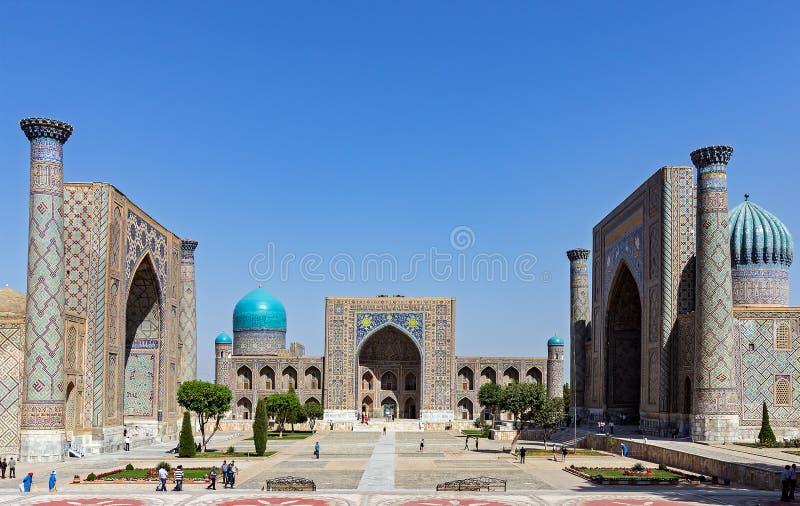 Registan广场-撒马而罕,乌兹别克斯坦全景  库存图片