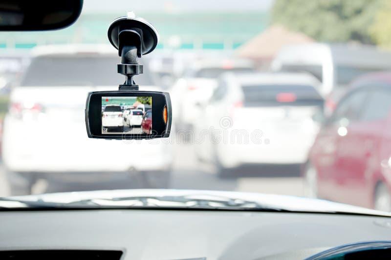 Registratore dell'automobile della macchina fotografica della parte anteriore dell'automobile DVR su fondo bianco immagine stock