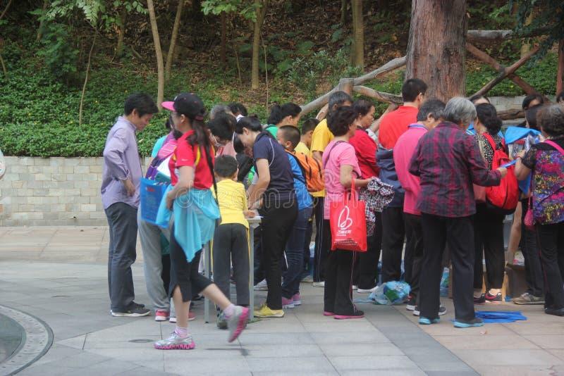 Registre em escalar os amantes da competição da montanha em SHENZHEN imagem de stock