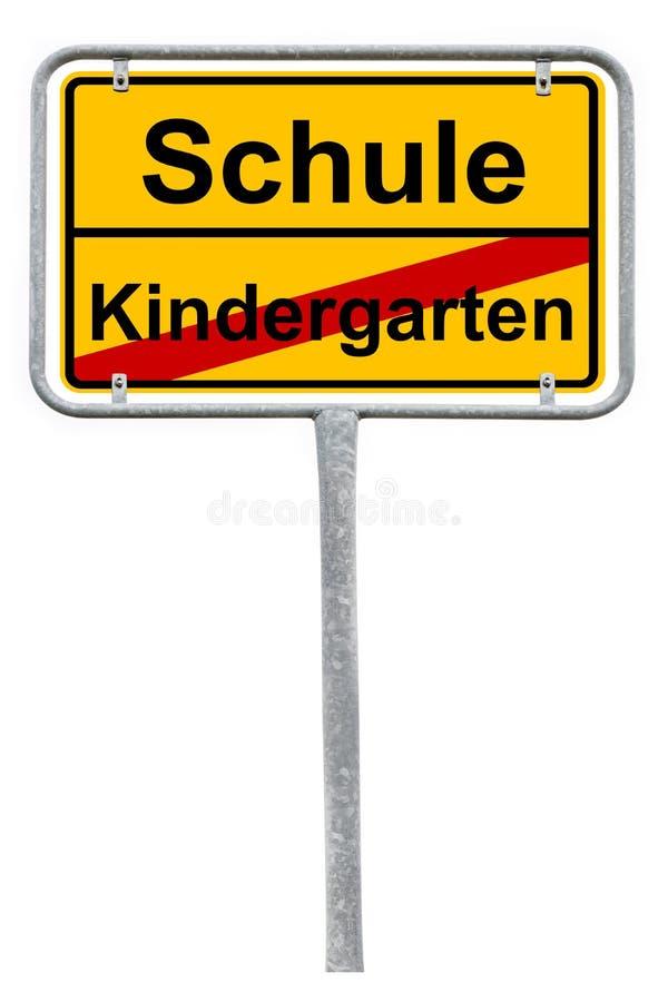 Registro alem?o da escola do sinal, extremidade do infant?rio - sinal de rua amarelo isolado no fundo branco imagens de stock royalty free