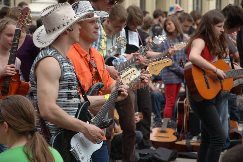 Registro de Guinness do mundo das guitarra imagens de stock