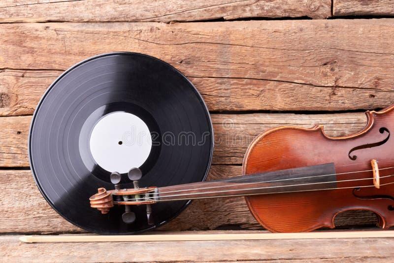 Registro de vinil e violino do vintage imagem de stock royalty free