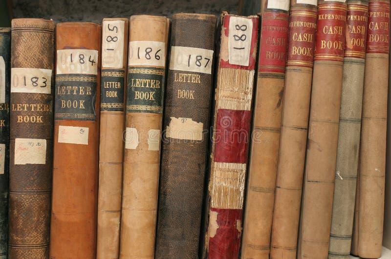 Registros da correspondência e da finança em arquivos da companhia fotos de stock