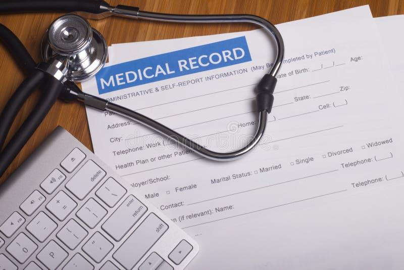Registros e estetoscópio do seguro médico fotografia de stock royalty free