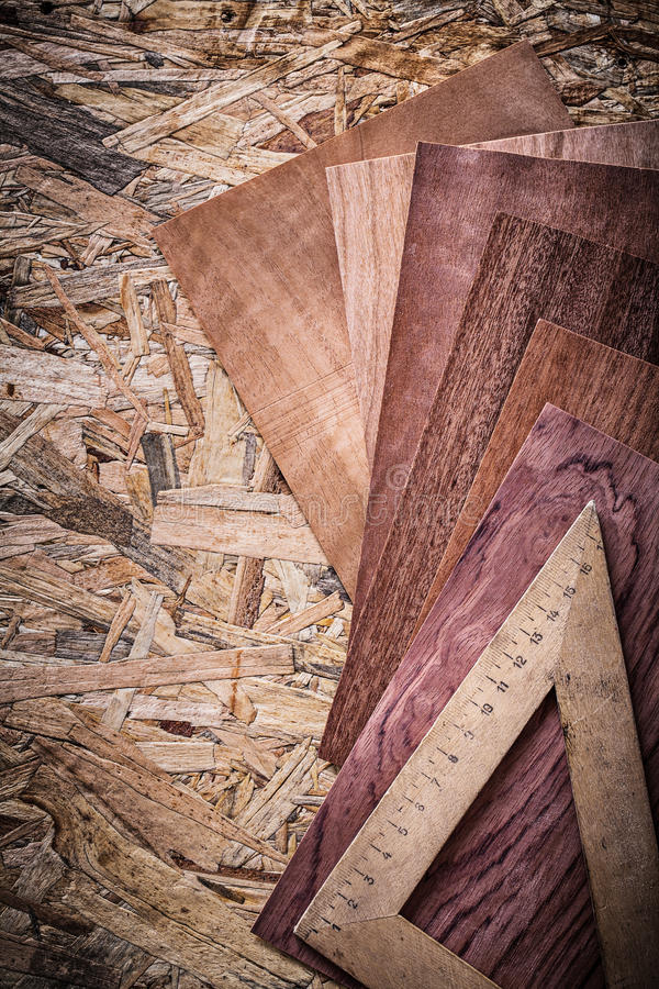 Download Regla De Madera De Las Hojas De Chapa En El Tablero De Madera Imagen de archivo - Imagen de wooden, conjunto: 64211505