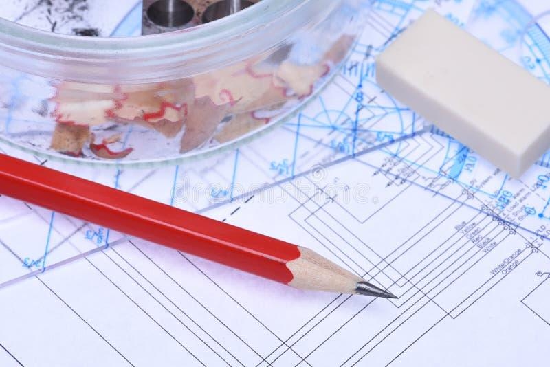 Reglas de los lápices y esquema eléctrico foto de archivo libre de regalías
