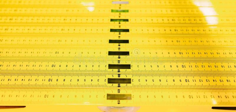 Reglas llanas del instrumento esencial del carpintero imagen de archivo libre de regalías