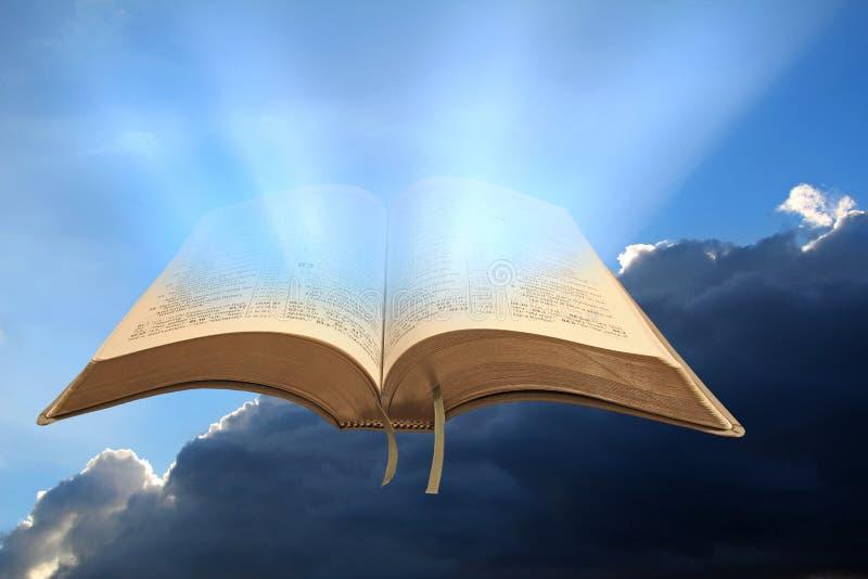 Regler för kungarike för gud` s öppnar bibeln arkivbilder