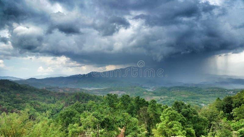 Regn över jord royaltyfria foton