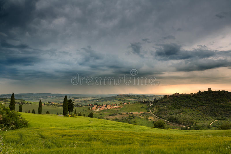 Regn över Monticchiello arkivfoto