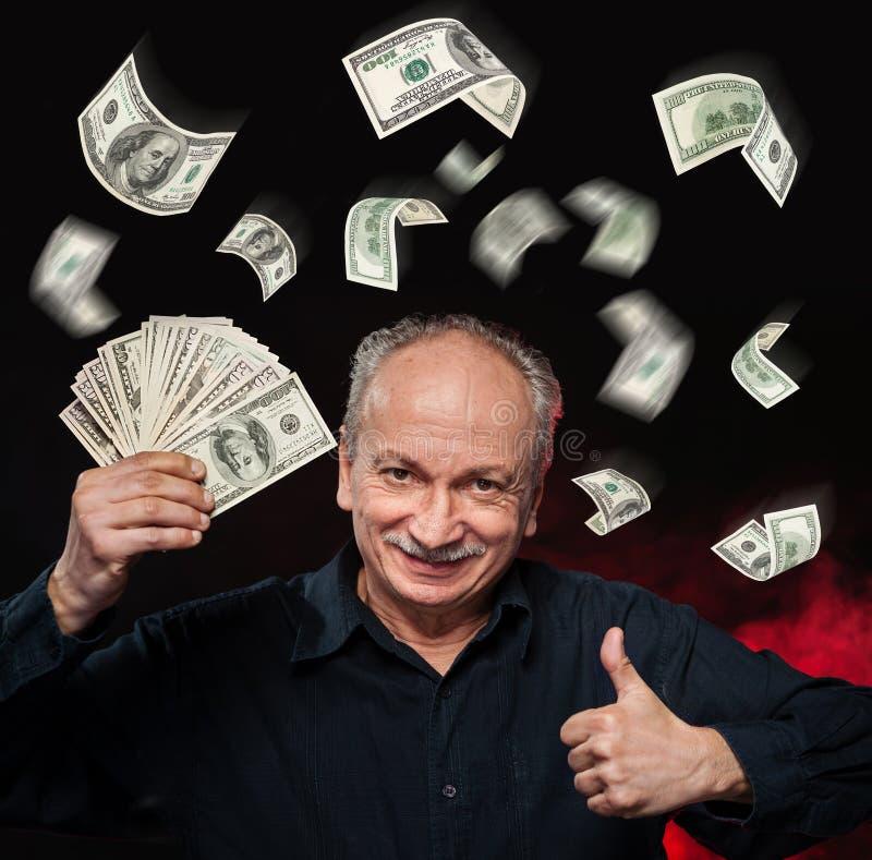 Regn av dollarräkningar. arkivfoton