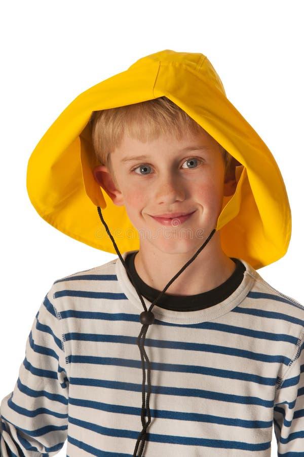 regn för pojkehattstående royaltyfria bilder