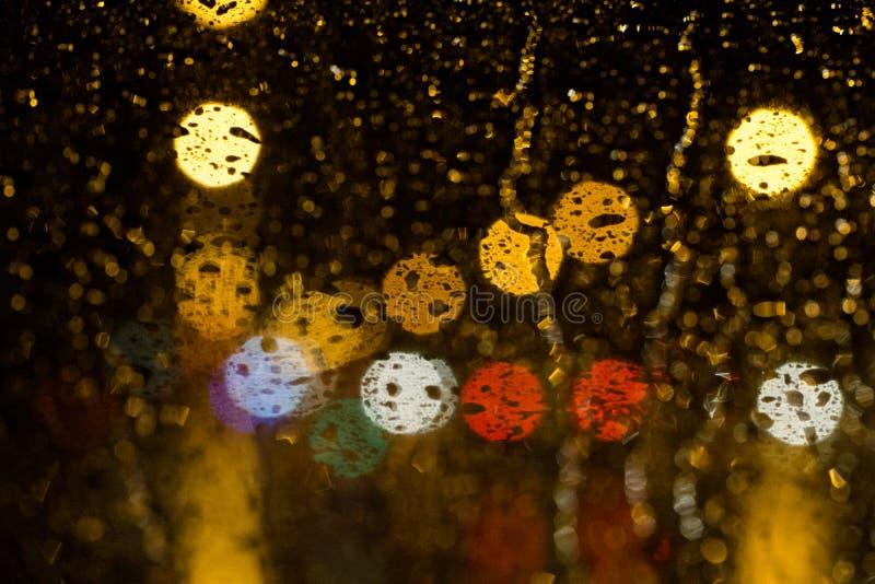 Regna liten droppe på ett exponeringsglas arkivfoton