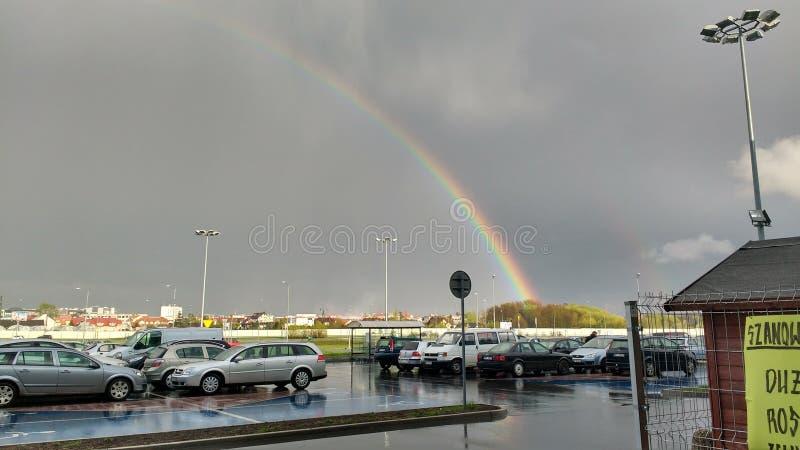 Regnbåge från parkering royaltyfria bilder