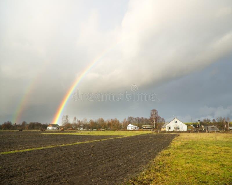 Regnbåge i sky arkivfoto