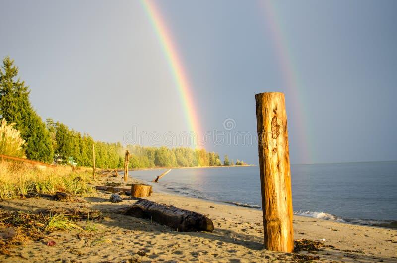 Regnbåge på stranden royaltyfria foton