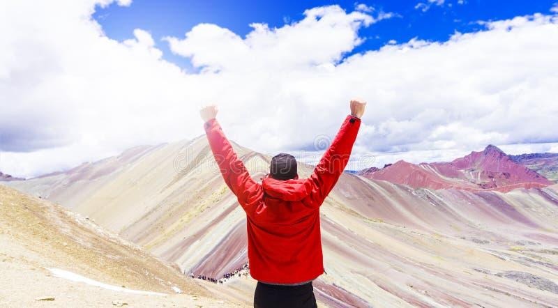 Regnbågebergen av Peru royaltyfria bilder