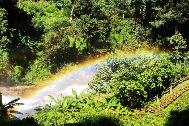Regnbågebron arkivbild