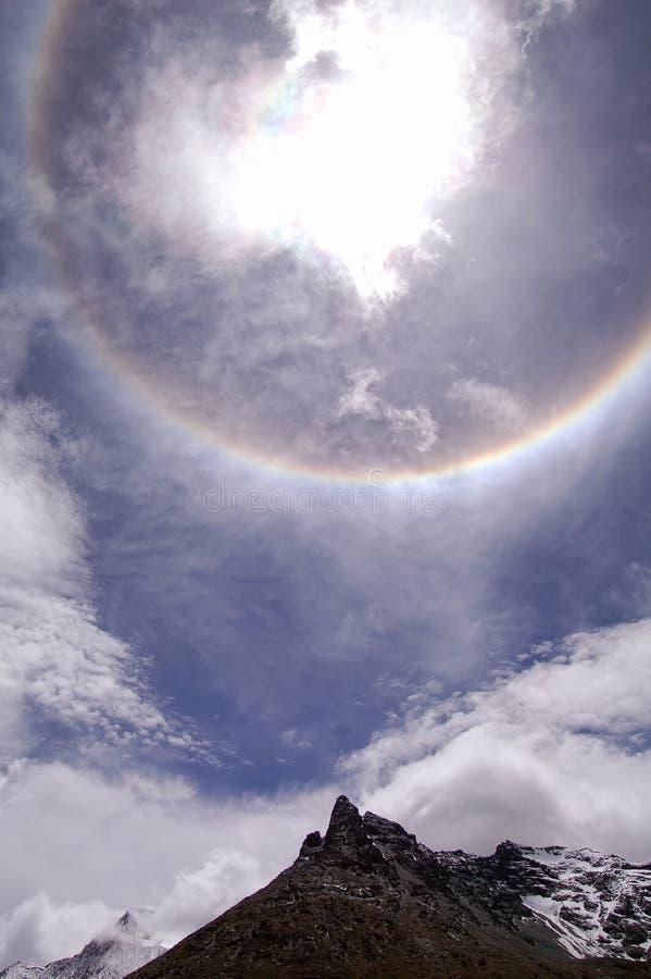 Regnbågecirkel runt om sunen royaltyfri foto