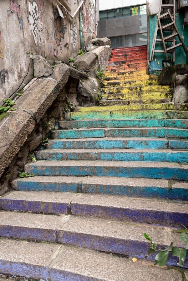 Regnbågefärgtrappa i Hong Kong arkivbilder