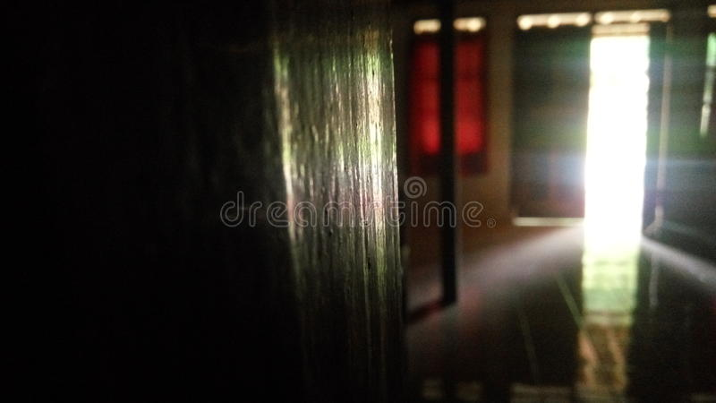 Regnbågeljus i huset royaltyfri bild