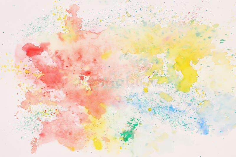Regnbågen färgade fläcken, abstrakt vattenfärgfläck på vitbok Orientering för design Räcka attraktionillustrationen Textur av royaltyfria foton