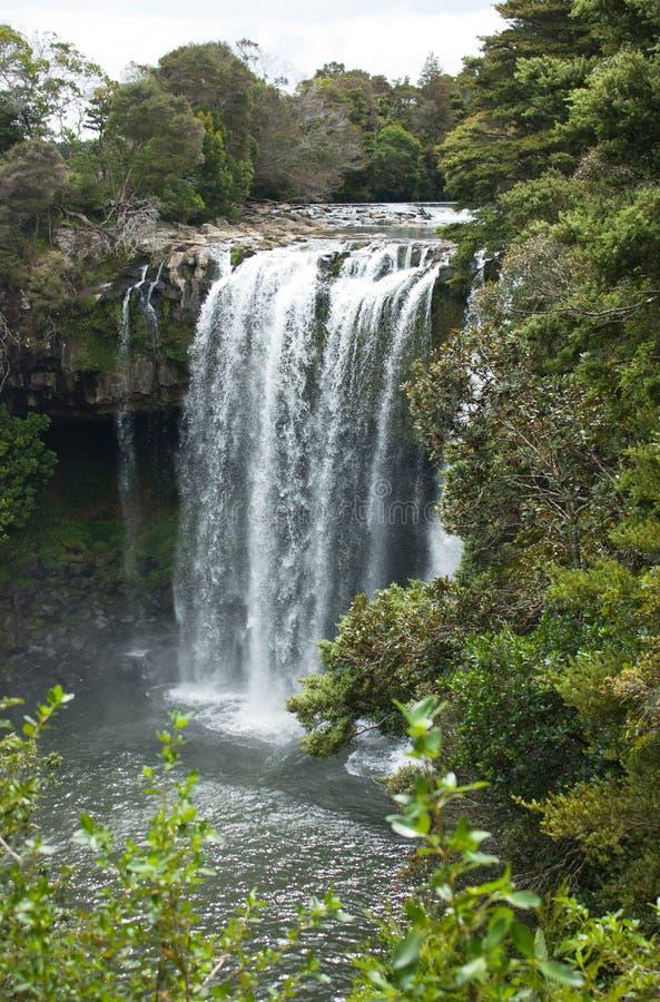 Regnbågenedgångar och lock omkring nära Kerikeri i norra delen av ett land i Nya Zeeland royaltyfria foton