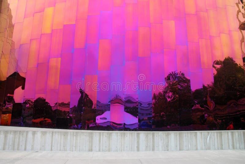 Regnbågereflexion i den Seattle monumentet royaltyfri foto