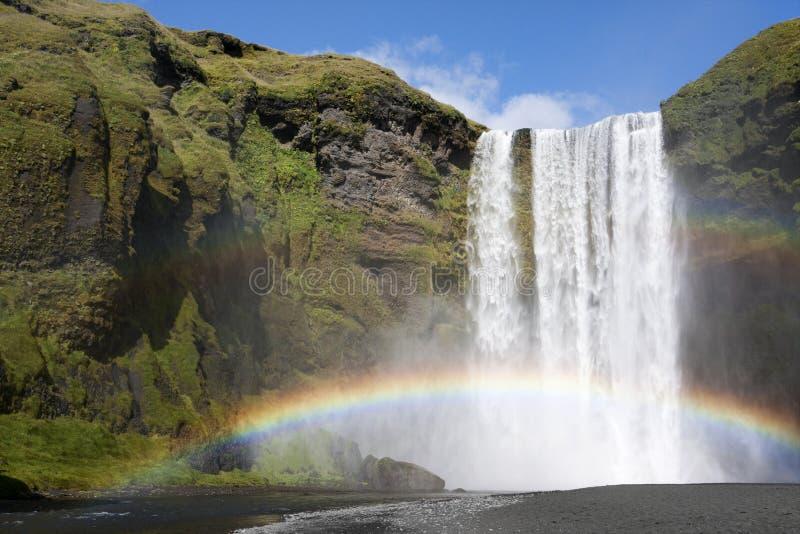 regnbågevattenfall arkivbild