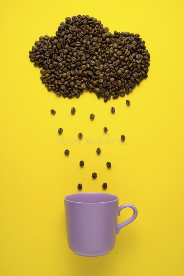 Regnen des Kaffees lizenzfreie stockfotos