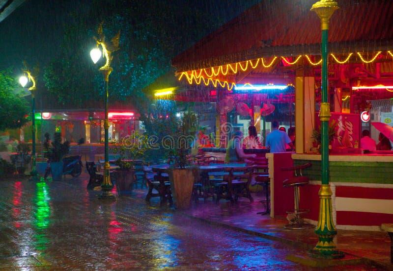 Regnen von Jahreszeit in Thailand lizenzfreie stockbilder