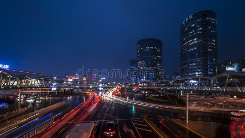 Regnerische der Nacht-Fluss- Jinshastraße stockbild