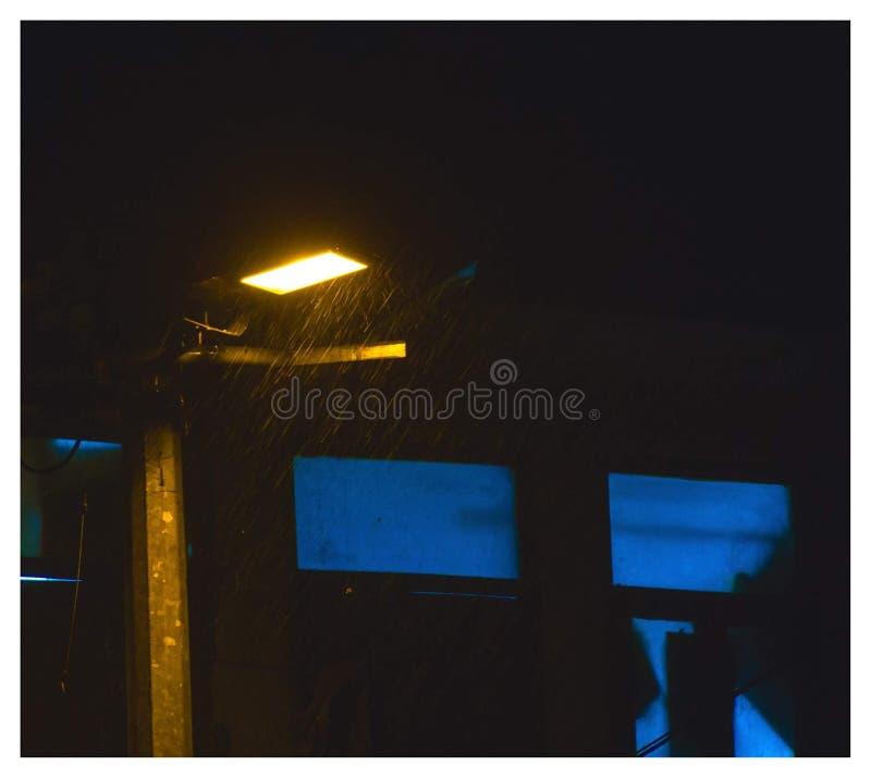 Regnerische Nacht lizenzfreie stockfotos
