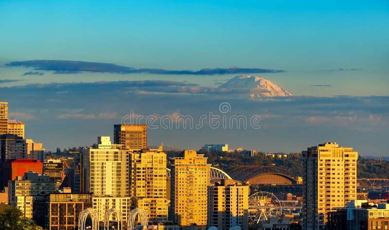Regnerischer über Seattle stockbild