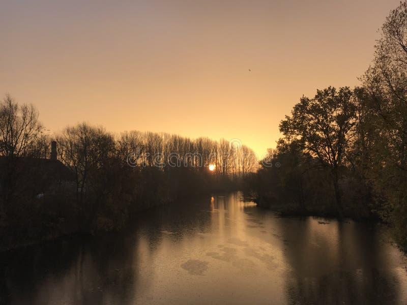 Regnerischer Morgen stockbilder