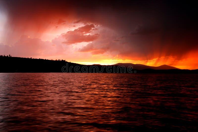 Regnerischer Sonnenuntergang stockbilder
