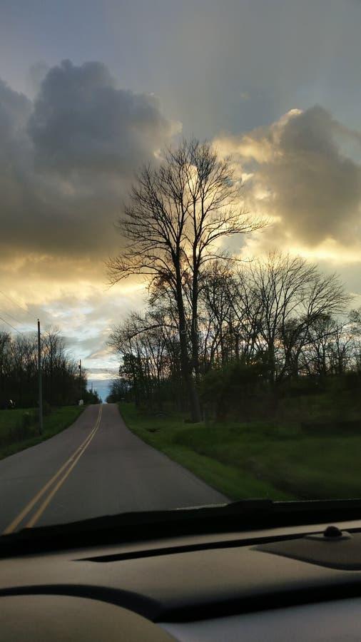 Regnerischer Sonnenuntergang lizenzfreie stockbilder