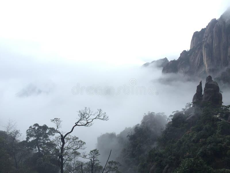 regnerischer Tag auf dem Berg lizenzfreies stockbild