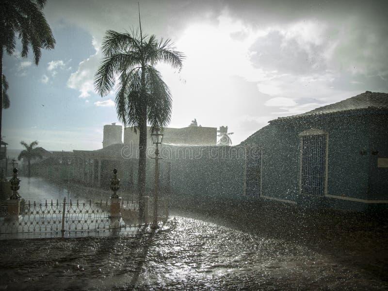 Regnig eftermiddag i staden Trinidad, Kuba royaltyfria foton