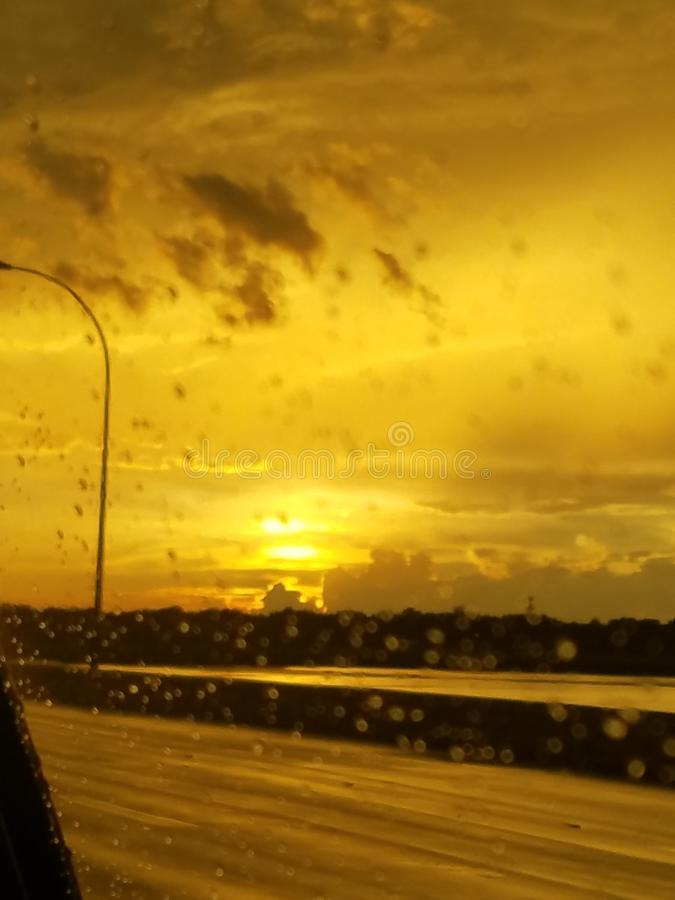regnig solnedgång royaltyfri bild