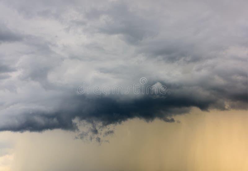 Regnmoln arkivbild