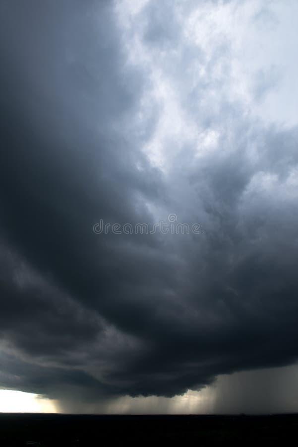 Regnstorm, väder, stormig himmel arkivbild