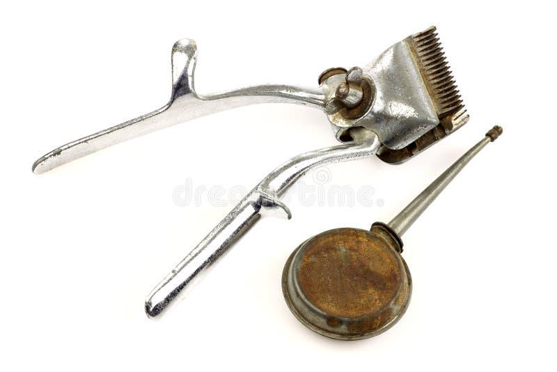 Regolatore dei capelli del metallo dell'annata e una latta dell'olio immagini stock libere da diritti