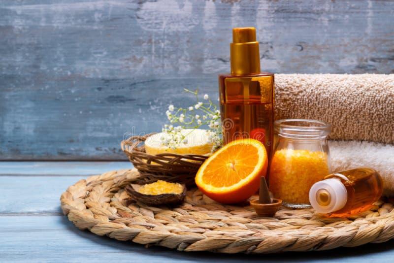 Regolazione arancio di benessere e della stazione termale fotografie stock libere da diritti