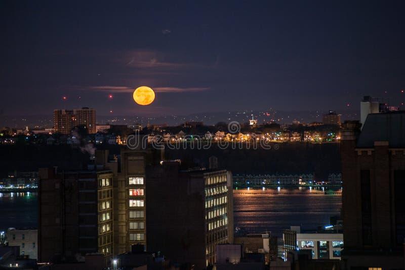 Regolazione della luna a New York fotografia stock libera da diritti